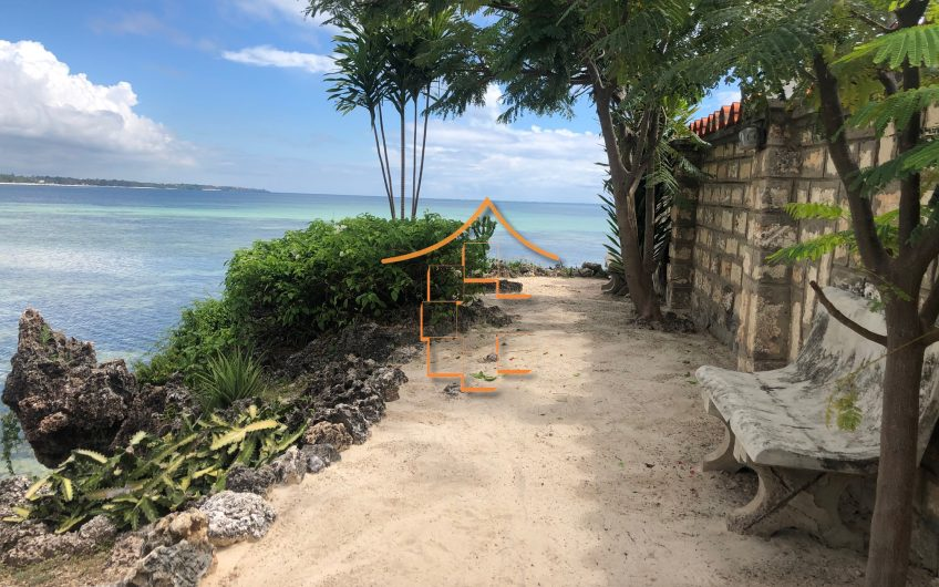 CORAL COVE: 2 BEDROOM BEACH FRONT